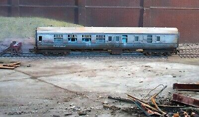 OO Gauge Abandoned Coach, Heavily Rusted And Weathered • 22.36€