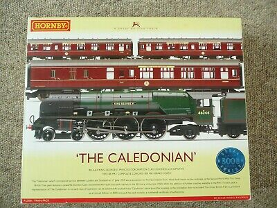 Hornby R2306   The Caledonian Set   + 2 Extra Coaches • 167.58€