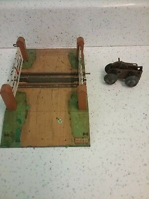 Vintage Hornby Triang Meccano Railway Train Level Crossing Tinplate Toy. • 22.05€