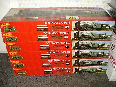 Hornby R1225 Tornado Express Train Set 60163 WITH LIGHTS SEATED PEOPLE IN COACH • 199.51€