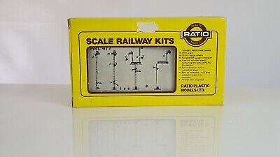 Ratio LNWR Square Post Signals Plastic Kit - Boxed, All Parts Included • 8.50€