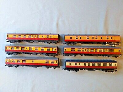RAKE OF 6x 00 GAUGE HORNBY/TRI-ANG (5) AND LIMA (1) BR BLOOD/CUSTARD COACHES • 12.94€