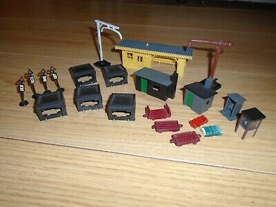 Collection Of Scenic Accessories For Hornby OO Gauge Sets  • 16.85€