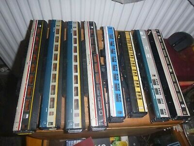 Eight Coaches Mainly Lima All Missing Bogies So Spare/repair • 1.14€
