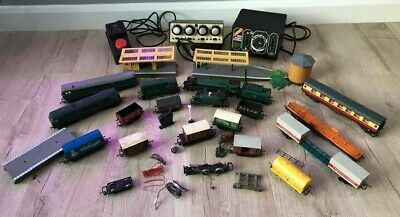 Collection Of OO Gauge Hornby Trains Carriages Buildings Platforms Controllers  • 277.18€