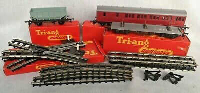 Joblot Vintage Triang Railway Carriages & Tracks  • 112.50€