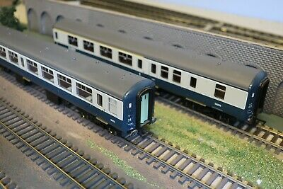 Bachmann OO Gauge Mark 2 Coaches - Blue-Grey - Set Of 2 - With Passengers! • 41.62€